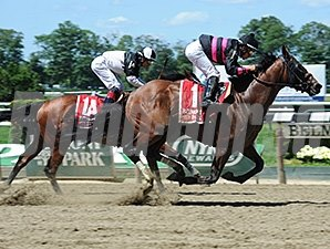 Kid Cruz gets by Captain Serious late to win the Dwyer Stakes.