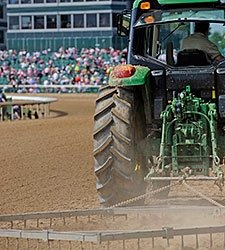 Tractor Trouble Stops Final Race at Aqueduct