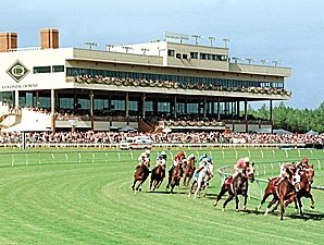 Colonial Downs Begins Meet With Full Fields