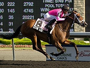 Lexie Lou Impresses in Woodbine Oaks
