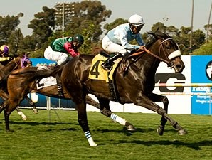 Harmonious Hits Right Note in American Oaks