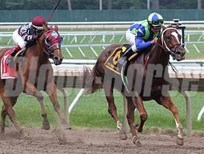 She Digs Me wins the Tyro Stakes.