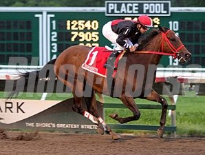 Sean Avery wins the 2011 Longfellow Stakes.