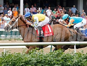 Honey Hues wins the 2014 Early Times Mint Julep
