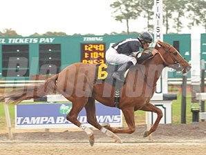 Uptowncharlybrown wins the 2010 Pasco Stakes.