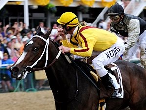 Rachel Alexandra Defeats Boys in Preakness