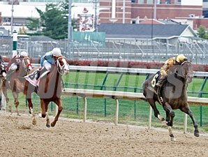 Sign wins the Pocahontas Stakes.