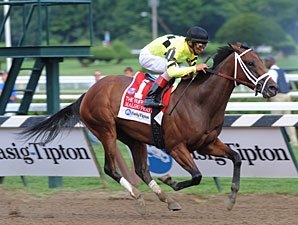 Malibu Prayer Wings Way to Ruffian Victory