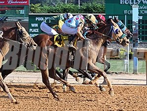 Strawberry Cupcake wins the 2014 Dr. Ernest Benner Handicap.