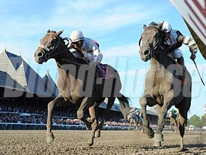 Afleet Express wins the 2010 Travers.