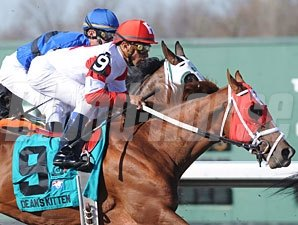 Dean's Kitten wins the 2010 Lane's End.