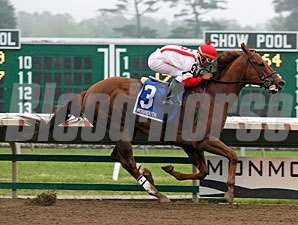 Zero Rate Policy wins the 2011 Rumson Stakes.