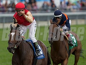 Deceptive Vision wins the Canadian Stakes.