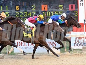 Decisive Moment wins the 2011 Delta Mile.
