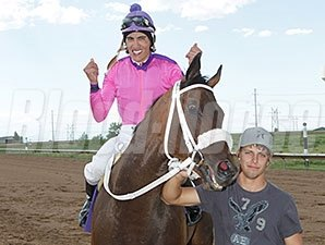 Red Carpet Runner wins the 2014 Silver Cup Futurity.