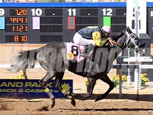Fog Alert wins the Sunland Park Hanidcap.