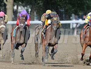 Georgie's Angel wins the 2011 Schuylerville.