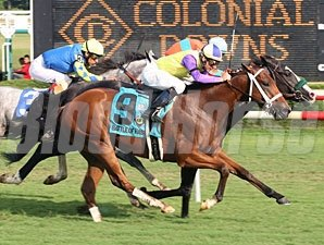 Battle of Hastings wins the 2009 Virginia Derby.