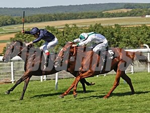 Henrythenavigator holds off Raven's Pass to take the BGC Sussex Stakes.