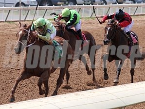 Get in Da House wins the 2011 LA Cup Derby.