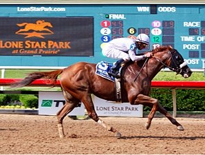 Endorsement Puts His Stamp on Texas Mile