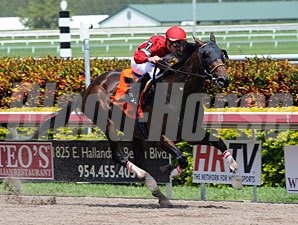 Fort Larned wins the 2012 Skip Away.