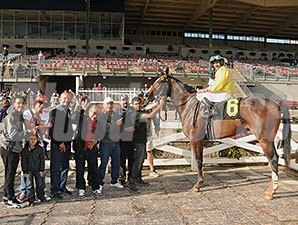 Good Luck Gus wins the 2014 New York Breeders' Futurity.