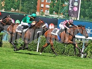Sarafina, outside, and Cirrus Des Aigles, front, race in the Grand Prix de Saint Cloud.