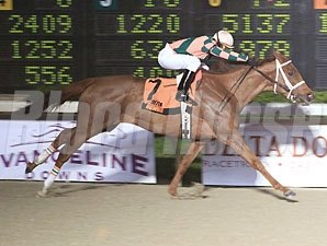 Dancinginthecircle wins the 2012 By The Light Stakes.
