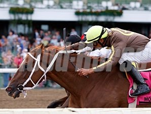 Emily Allstar wins the 2010 Jersey Girl Handicap.