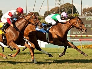 Emollient Takes to Turf for American Oaks Win