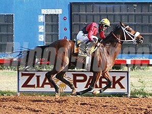 Iplaytricks wins the Pepper's Pride New Mexico Classic Championship for Fillies & Mares.