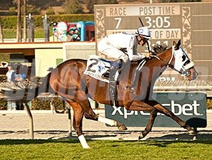 Susans Express win the California Cup Oaks.