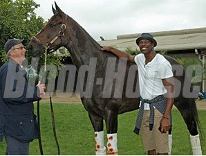 Terrell Owens visits Zenyatta at Hollywood Park.