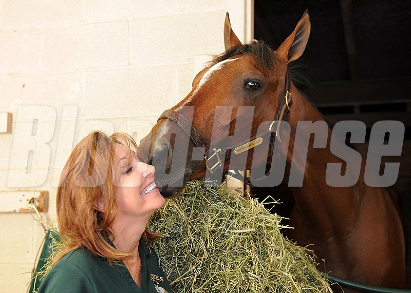 Owner Patti Reeves gets a kiss on the cheek from Macho Mucho Man after the favorite for the Louisiana Derby arrived to prepare for Saturday's $1,000,000 Grade II event for Three-Year-Old Kentucky Derby hopefuls.