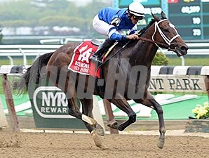 Wedding Toast wins the 2015 Ruffian Stakes.