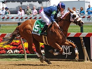Small Wins Pimlico's Third Lady Legends Race