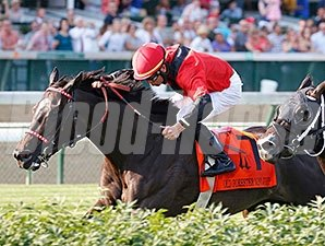 Kiss Moon wins the 2015 Mint Julep.