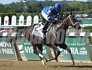 Wedding Toast dominates the Beldame Stakes.