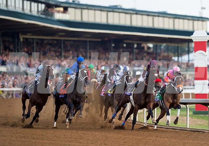 Horses taking the first turn in the Breeders' Cup Distaff (gr. I).