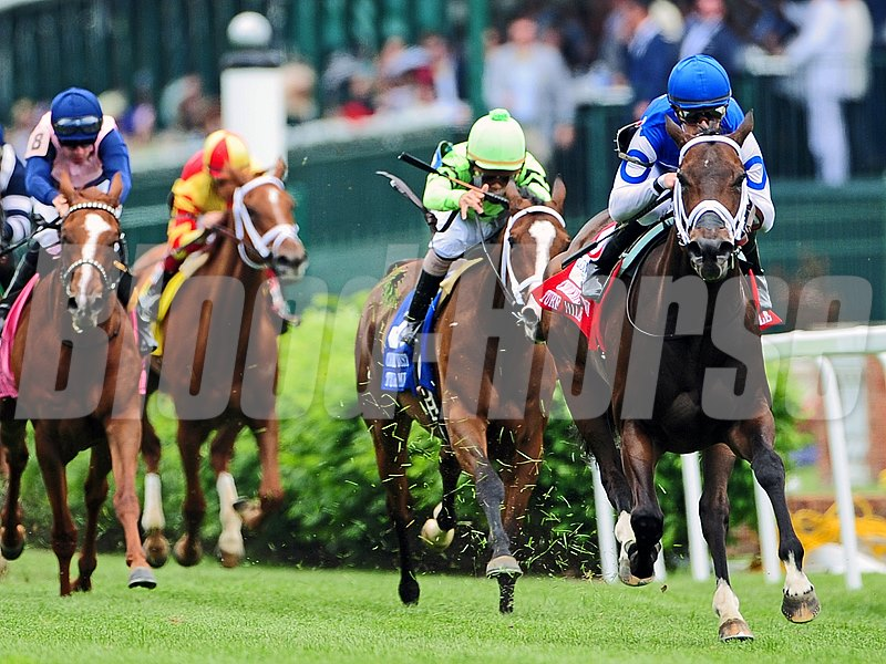 Tepin (right), Julien Leparoux up, wins the Churchill Distaff Turf Mile (gr. IIT).