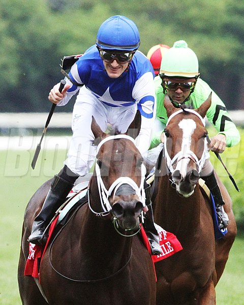 Tepin wins the 2016 Churchill Distaff Turf Mile.