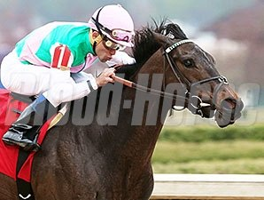 Close Hatches and Joel Rosario take the Azeri at Oaklawn Park.