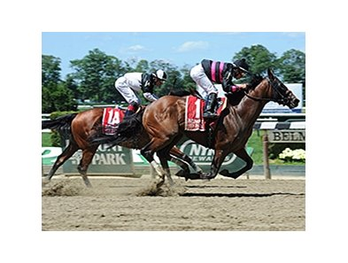 "Kid Cruz gets by Captain Serious late to win the Dwyer Stakes.<br><a target=""blank"" href=""http://photos.bloodhorse.com/AtTheRaces-1/At-the-Races-2014/i-qqvMVhj"">Order This Photo</a>"