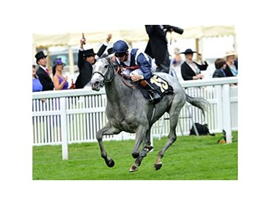 "Sky Lantern comes home strong to win the Coronation Stakes.<br><a target=""blank"" href=""http://photos.bloodhorse.com/AtTheRaces-1/at-the-races-2013/27257665_QgCqdh#!i=2588388214&k=KTcQhwb"">Order This Photo</a>"