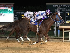 Russell Road gets by Lucy's Bob Boy late to win the West Virginia Breeders' Classic.