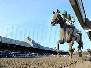 Royal Delta wins the 2011 Alabama.
