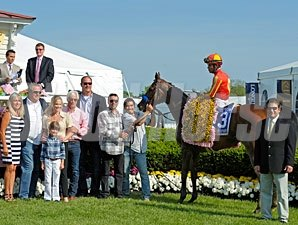 Fiftyshadesofhay wins the 2013 Black-Eyed Susan.