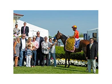 "An on-track crowd of 38,957 watched Fiftyshadesofhay win the $500,000 Black-Eyed Susan Stakes.<br><a target=""blank"" href=""http://photos.bloodhorse.com/AtTheRaces-1/at-the-races-2013/27257665_QgCqdh#!i=2517920876&k=HgPPVt7"">Order This Photo</a>"