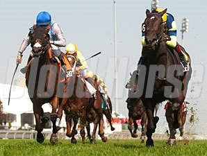 Leigh Court wins the 2013 Ontario Colleen Stakes.